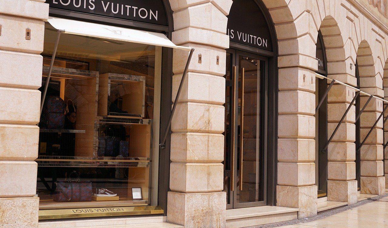 路面店のヴィトン店舗
